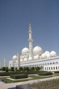 Ka mezquita está rodeada de jardines