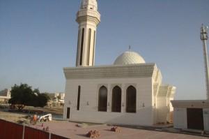 Otra mezquita en el camino, pequeña, solitaria,..