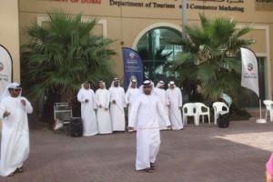 Recibimiento en Dubai. Un conjunto de bailes típicos.