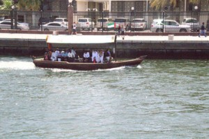 Una barca llegando a su destino