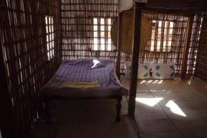 La cama, en la sombra