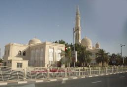 Por el camino pasamos por varias mezquitas.