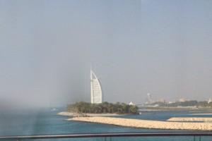 Volvemos a ver el hotel Burj Al Arab desde lejos.