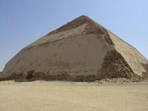 Pirámide de Snefru en Dahshur. Foto gentileza de Wikimedia