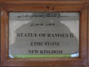 Estatua de Ramses II en piedra caliza. Nuevo Reino