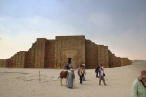 Entrada al complejo funerario de Saqqara