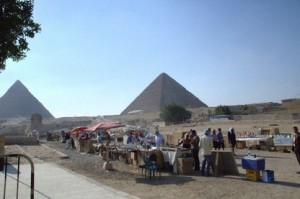 Pirámide de Keops vista de desde la esfinge
