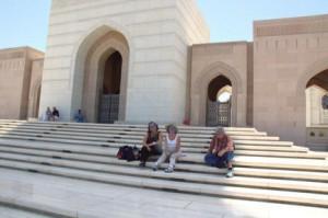 Descansando en los escalones de la entrada