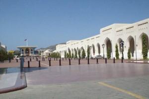 Una vista de las instalaciones del palacio. El edificio de colores del fondo es el salón del trono.