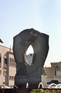 Otra escultura con delfines