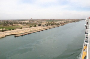 A la izquierda ¿puentes flotantes?