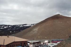 la sensación de estar ante un pequeño cono volcánico es completa