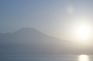 El Sol continúa con su escalada del Vesubio
