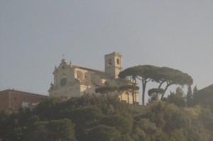 Una iglesia en el camino