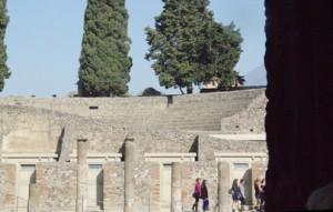 Al fondo el anfiteatro