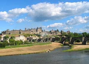 Es río Aude a su paso por Carcasona. Foto de Jean-Pol Grandmont. Gentileza de Wikipedia