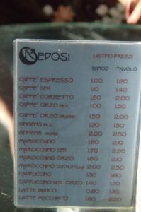 La tabla de precios. Observen el primer producto. expresso 1 Euro