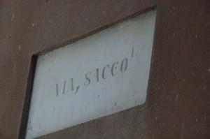 Cerca de la plaza de Brandale. Via Sacco