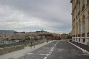 """A la derecha el Palacio del Faro y al fondo, en la cumbre de la montaña es """"Notre Dame du Mont"""""""