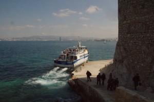 El barco en el que vinimos que se va. Al fondo Marsella