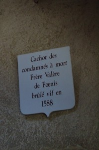 Uno de los letreros: Mazmorra de los condenados a muerte