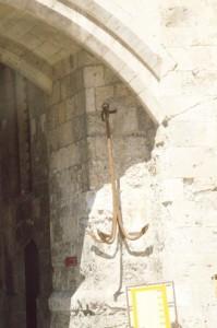 Ancla colgada a la entrada de la puerta