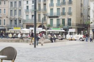 Su ubicación permite ver toda la plaza del ayuntamiento