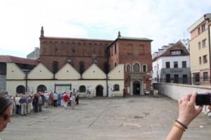 Gran sinagoga del Cracovia en el antiguo barrio judio de Kazimiers