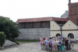 Vieja sinagoga del Cracovia en el antiguo barrio judío de Kazimiers