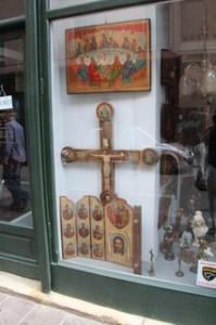 Escaparate tienda de antigüedades