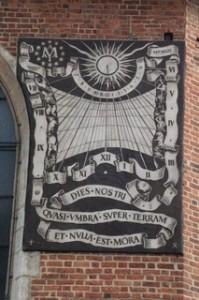 Reloj de sol de la basílica Santa María