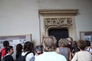 Detalle del patio del castillo; en la esquina izquierda de la puerta, según algunos, se nota una energía especial, algo relacionaado con los chacras...