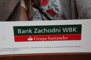 Tras un banco de nombre indescifrable, algo muy claro: grupa Santander.