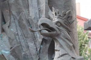 Detalle del águila polaca en el monumento