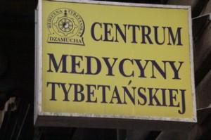No sabemos mucho polaco pero parece que esto se trata de un centro de medicina tibetana