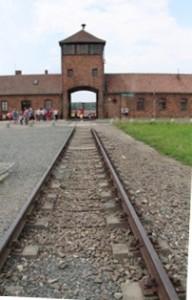 Las vías del tren que llega a Auschwitz II (Birkenau)