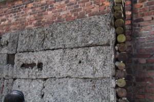 Detalle del muro de fusilamiento