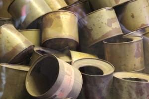 Latas de Zikolon B, de donde salía el gas que mataba a los priisoneros