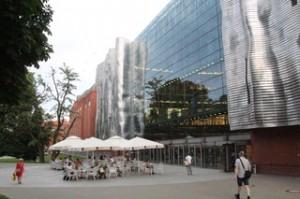 "Detalle del centro comercial con cierta reminiscencia a lo ""Gery"""
