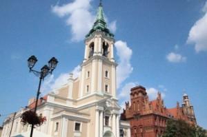 Al lado del ayuntamiento tenemos la iglesia de San Nicolás
