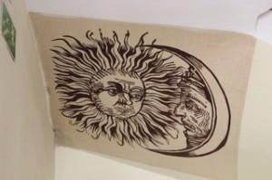 Elñ Sol mira a la Luna