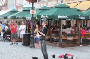 Artistas callejeros. Aquí malabarista