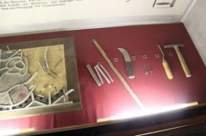 Barras de plomo y herramientas para darle forma