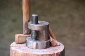 El molde y el martillo