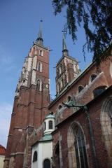 Casi toda la catedral es una recostrucción reciente, pues durante la Segunda Guerra Mundial quedo muy deteriorada