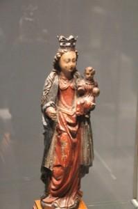 Madonna con niño. Escultura flamenca siglo XVII