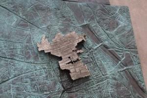 Mapa en bronce del gueto de Varsovia