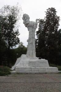 Monumento a los soldados polacos caidos en Monte Cassini
