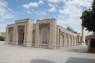 Biblioteca. Con tres mil libros, incluyendo un original del Corán del siglo VII