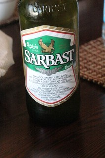 Además del agua, pedimos una excelente cerveza de 8º